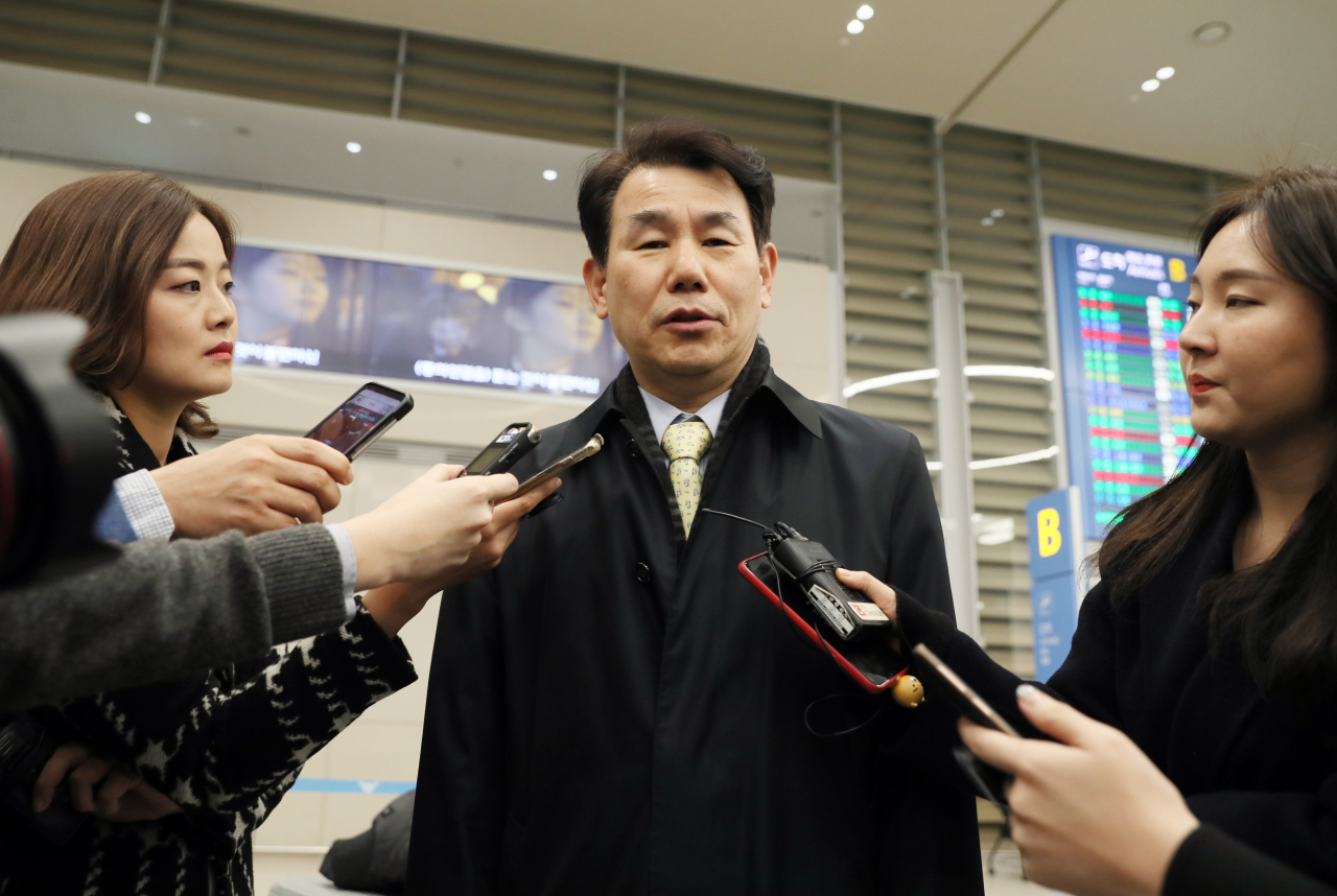 Jeong Eun-bo, Seoul's top negotiator in defense cost-sharing deals with Washington, speaks to reporters on Jan. 17 after the sixth round of talks held in the US. (Yonhap)
