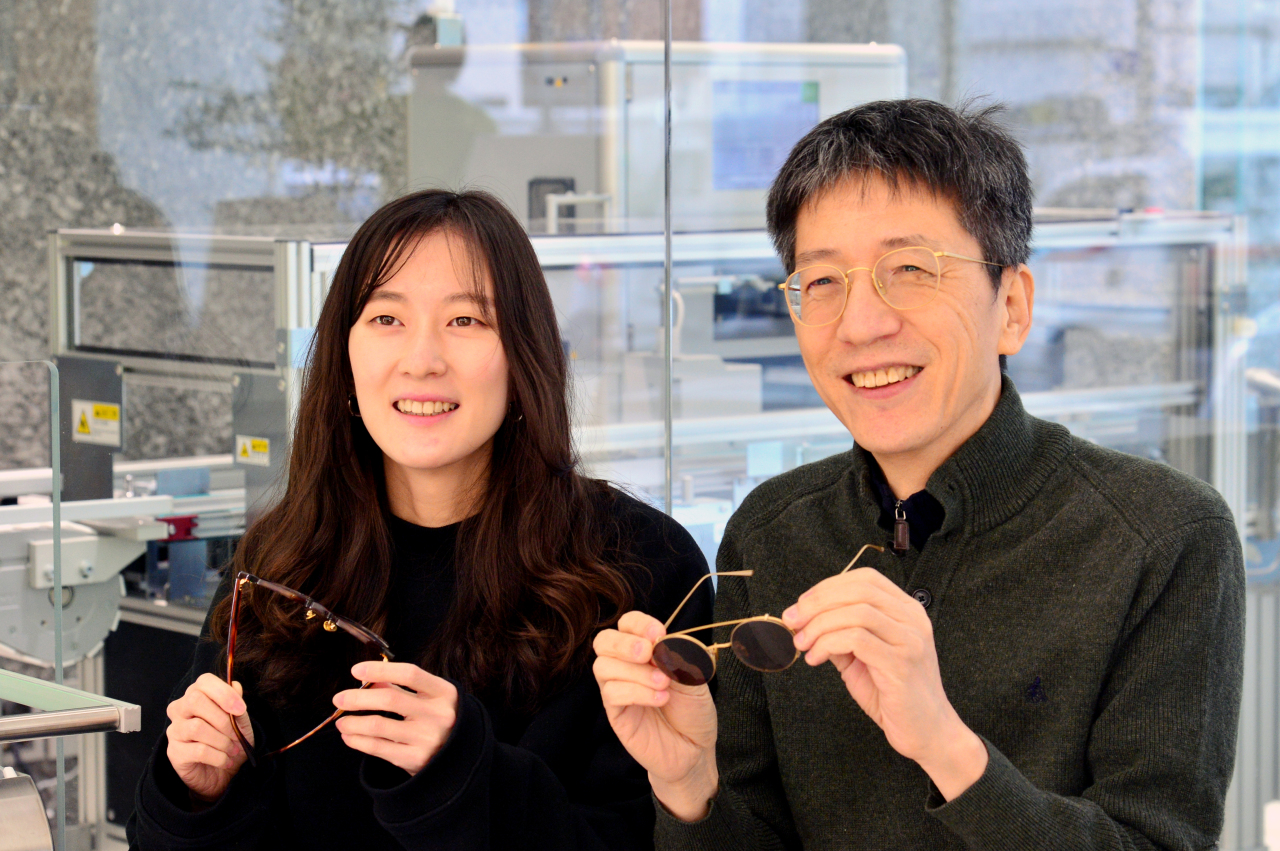 Yun's Creative Director Yun Ji-yoon (left) and President Yun Chul-joo pose for photos before an interview with The Korea Herald at its flagship store in Seongsu, eastern Seoul. (Park Hyun-koo / The Korea Herald)