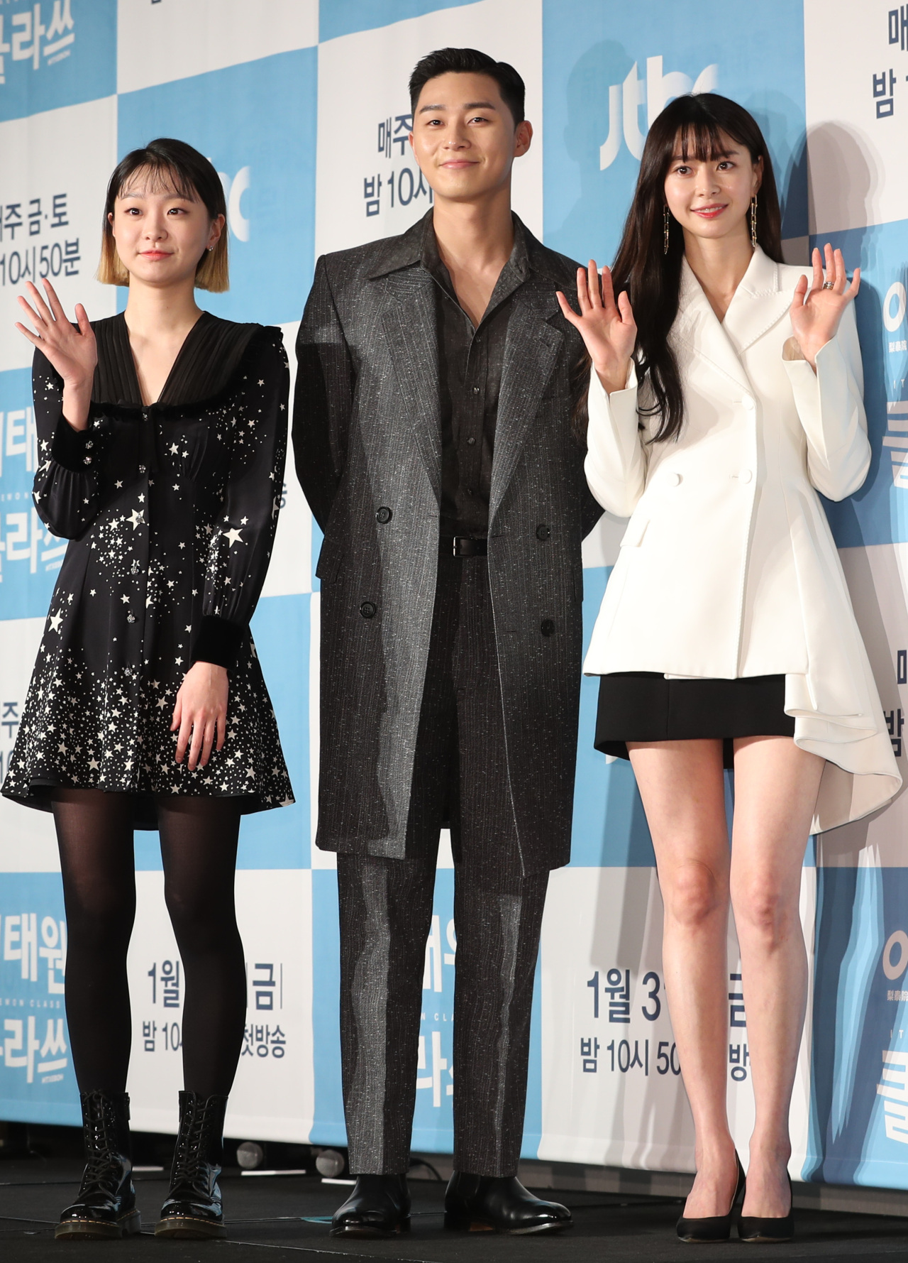 Park Seo-jun (center), Kim Da-mi (left) and Kwon Nara pose for pictures at a press conference in Seoul on Thursday. (Yonhap)