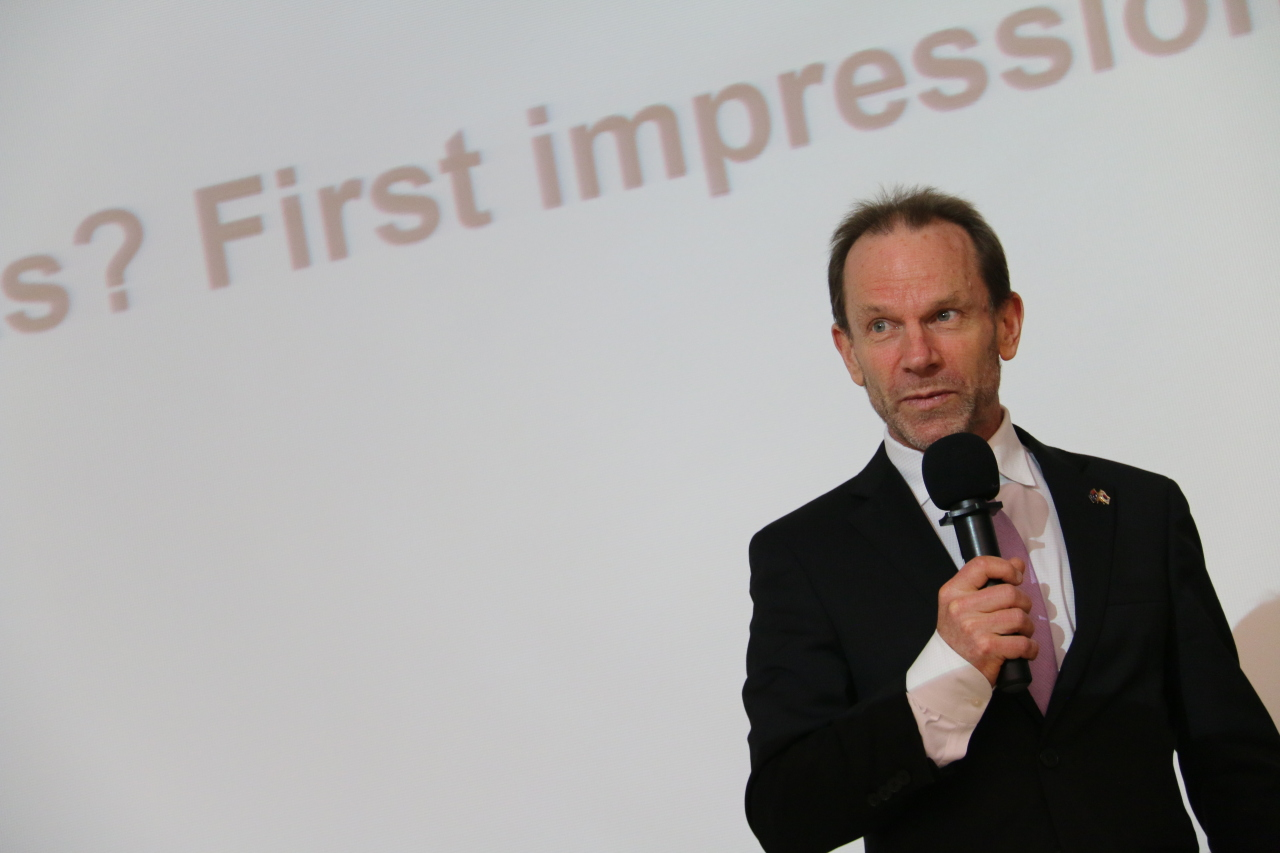 Ian Mcconville, minister and deputy head of mission at the Australian Embassy in Seoul, shares his experience with some 100 young people at the 2020 Korea Herald Young Diplomats Academy at the Yonsei International Campus in Songdo, Incheon, Jan. 17. (The Korea Herald Young Diplomats Academy)