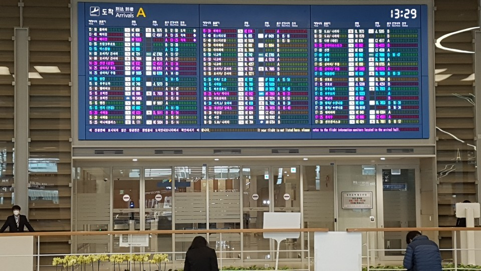 Starting Tuesday, visitors from China have to go through Arrival Gate A at Terminal 2 in Incheon Airport before going through quarantine procedures. Gates A and F at Terminal 1 serve as the exclusive entrances for travelers entering Korea from virus-hit China. (Choi Si-young/The Korea Herald)