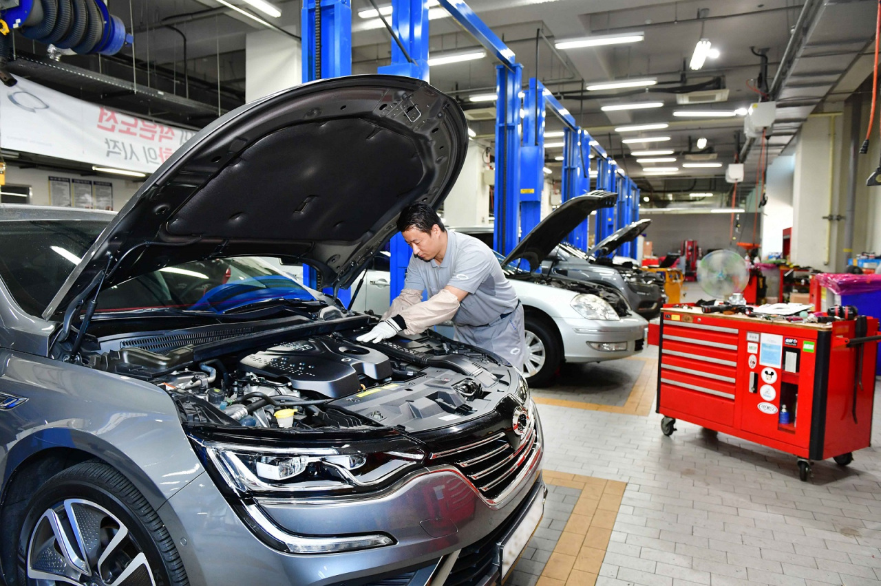 Cars are serviced at a Renault Samsung Motors service center. (Renault Samsung Motors)