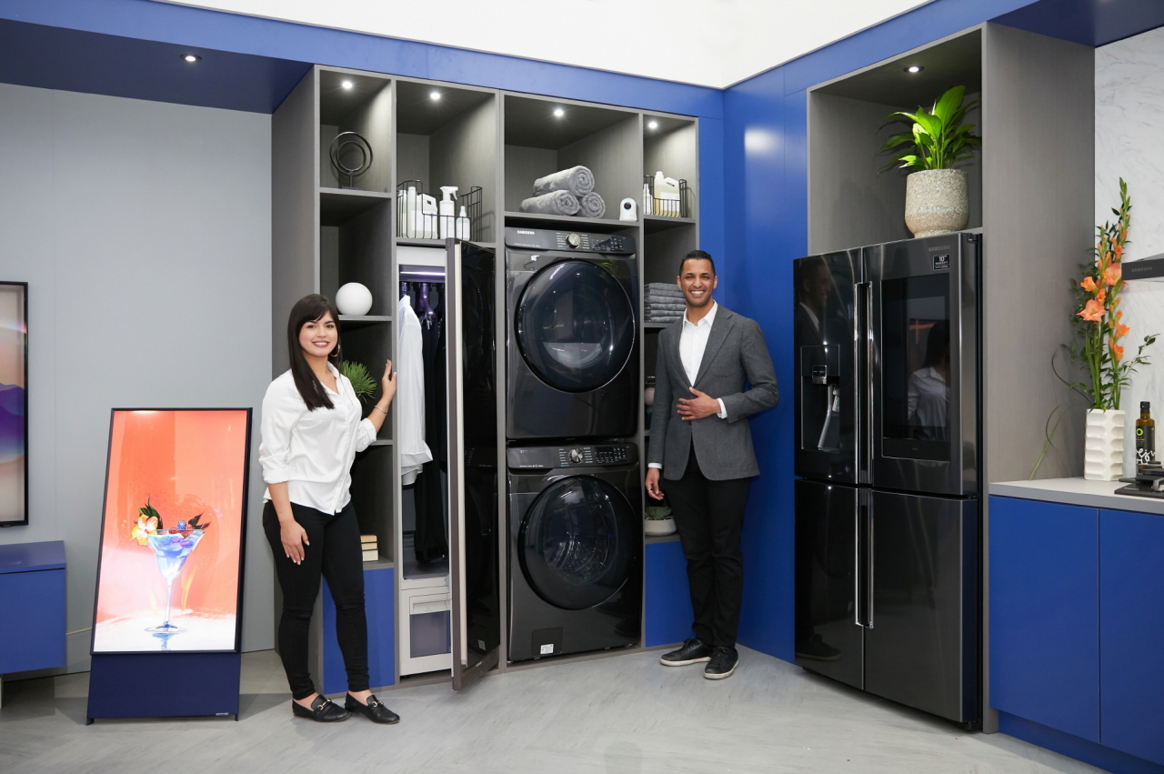 Models promote a premium washing machine, a dryer and a Family Hub refrigerator at the 2020 Kitchen & Bath Industry Show, the largest trade fair of its kind in North America. (Samsung Electronics)