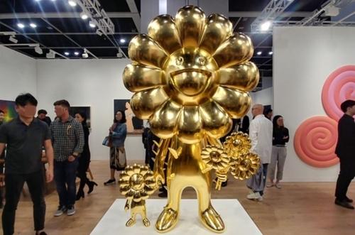 An artwork by Murakami Takashi is shown at Art Basel Hong Kong in 2019. (Yonhap)