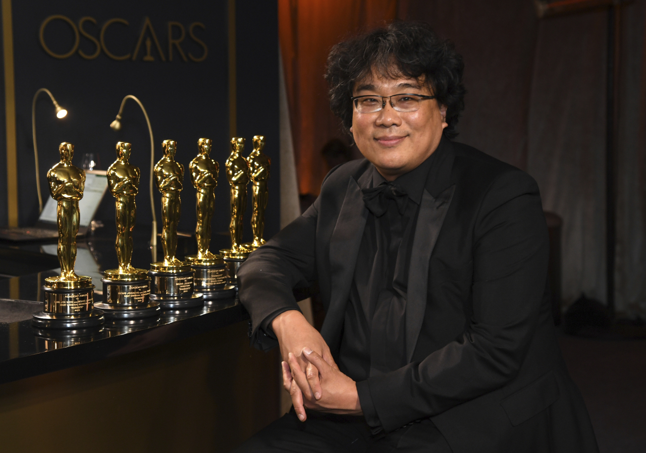 Bong Joon Ho poses with the Oscars for