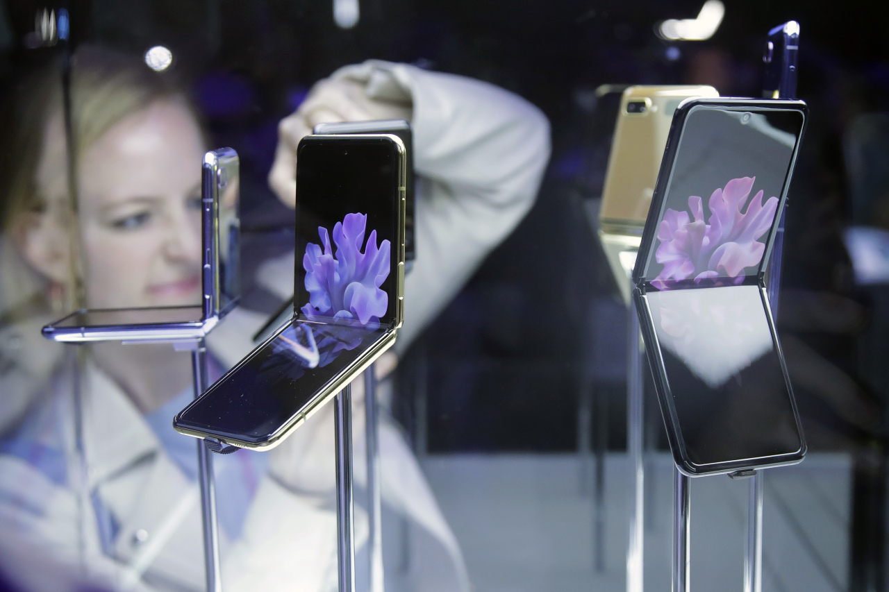 Samsung Electronics' foldable Galaxy Z Flip is displayed at the Galaxy Unpacked 2020 held in San Francisco. (Yonhap)