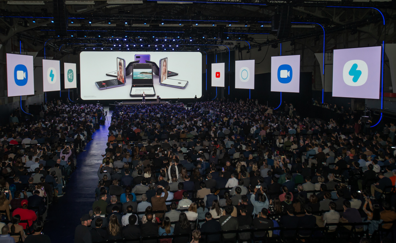 Spectators fill the Galaxy Unpacked 2020 event at the Palace of Fine Arts in San Francisco on Tuesday. (Samsung Electronics)
