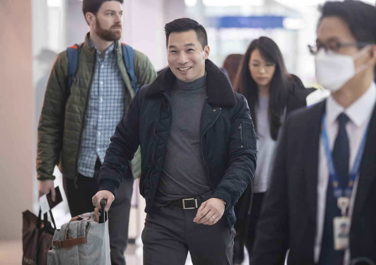 Alex Wong, deputy US special representative for North Korea, is departing from Incheon International Airport on Wednesday, after his meetings with officials in Seoul. (Yonhap)