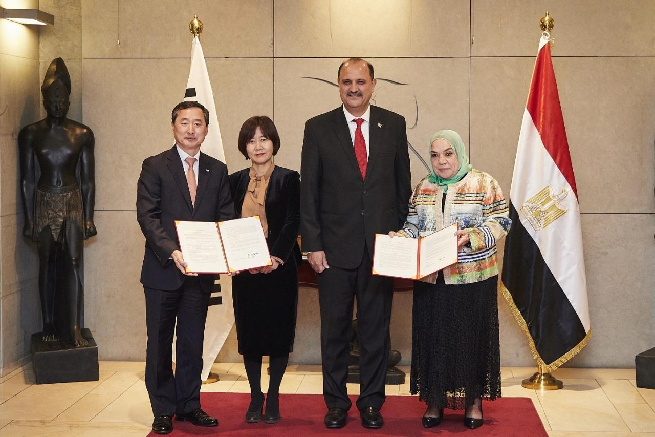 From left: SK Plasma CEO Kim Yun-ho, Korea Health Industry Development Institute's Lee Haeng-shin, Egyptian Ambassador Hazem Fahmy and ACDIMA Director Olfat Ghorab (SK Plasma)