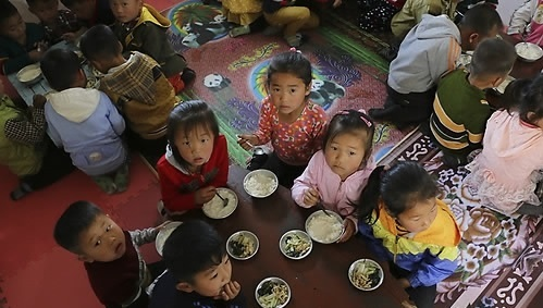 Children in North Korea (AP-Yonhap)