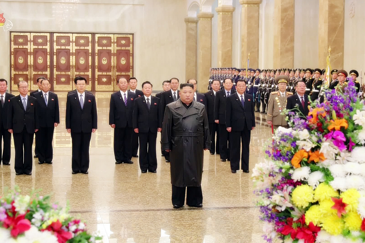 This footage from North Korea's state-run media KCNA on Sunday shows leader Kim Jong-un paying tribute to his late father, Kim Jong-il, at the Kumsusan Palace of the Sun in Pyongyang. (Yonhap)