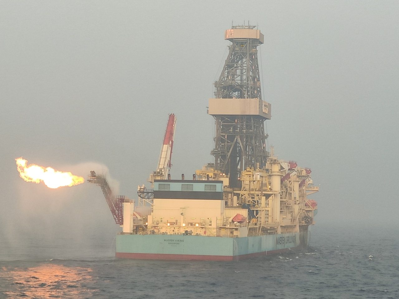 Posco International conducts drill stem testing via Maersk's drill ship to verify the existence of gas for the Mahar project in Block A-3, off the shore of Myanmar, Monday. (Posco International)