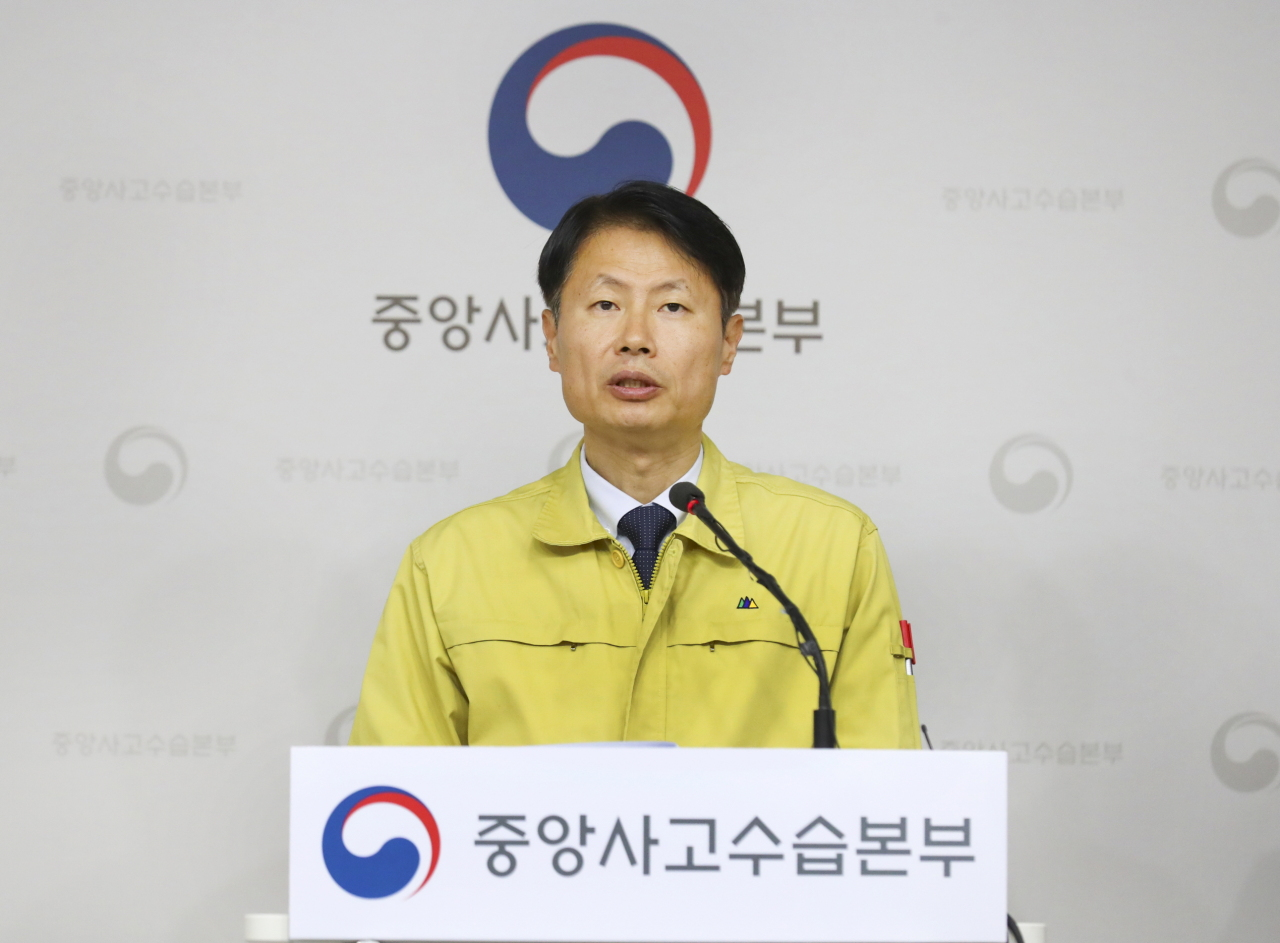 Vice Health Minister Kim Gang-lip speaks during a briefing on Monday. (Health Ministry)