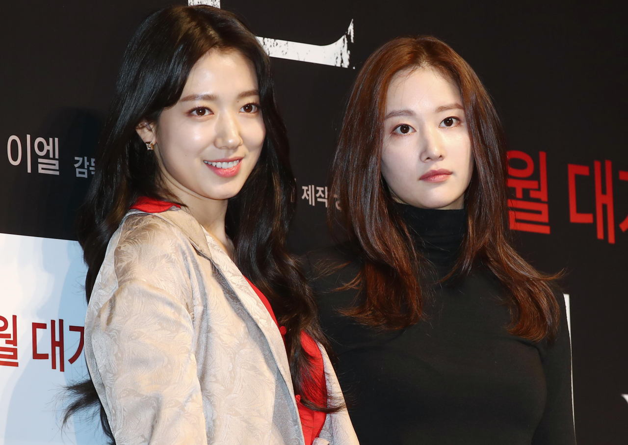 Park Shin-hye (left) and Jeon Jong-seo of