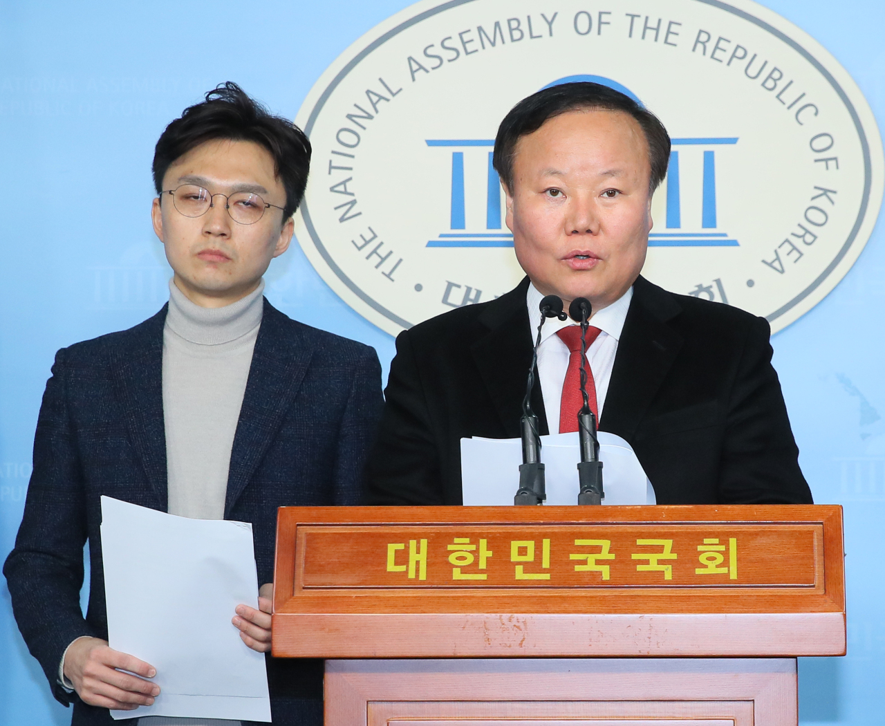 The main opposition United Future Party announcing its election pledge at the National Assembly (Yonhap)