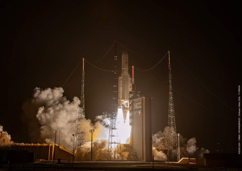 The world's first geostationary environment-monitoring satellite, Chollian 2B lifts off from the space center in Kourou, French Guiana, Wednesday. (KARI)