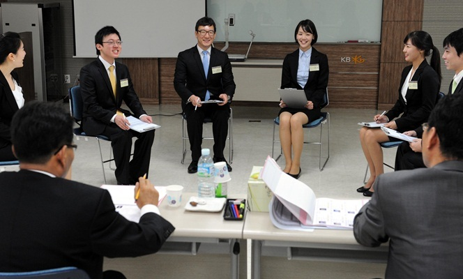 This photo shows a group-debate style interview of job applicants at a financial firm in Korea. (KB Kookmin Bank)