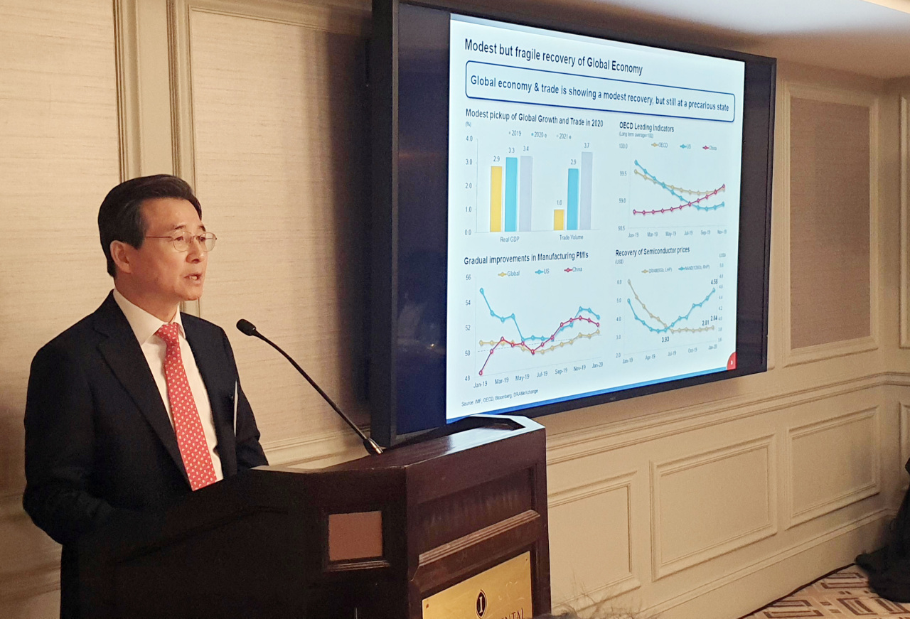 Vice Finance Minister Kim Yong-beom briefs US investors and officials from credit rating firms on South Korea's economic situation and government policies in New York on Wednesday (US time). (Ministry of Economy and Finance)