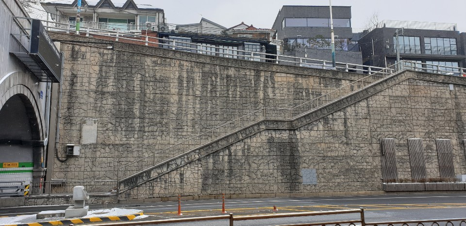 "The stairway leading to Jahamun Tunnel in Seoul's Buam-dong neighborhood was featured in the Oscar-winning movie ""Parasite."" (Kim Young-won/The Korea Herald)"