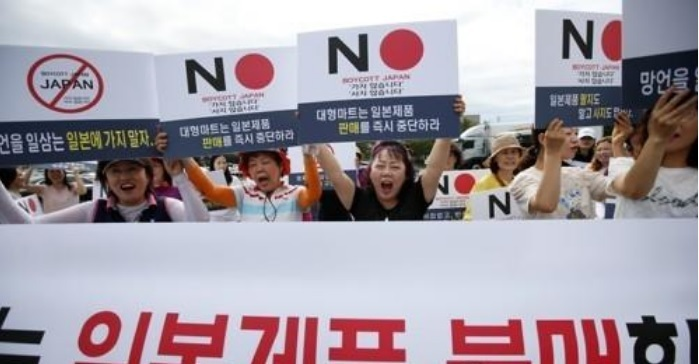 A group of people participate in a campaign to boycott Japanese products in Seoul. (Yonhap)