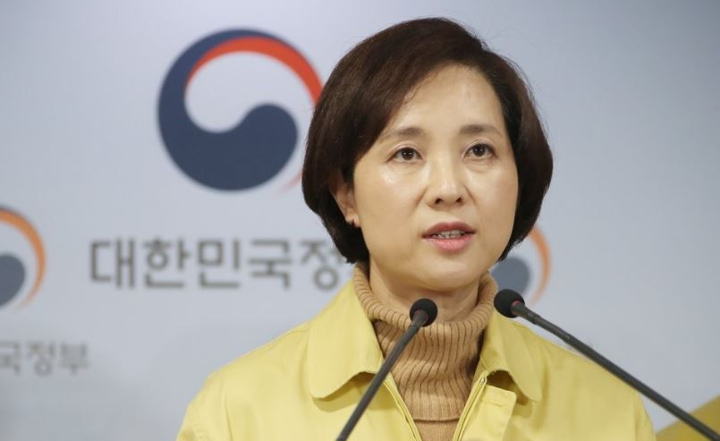 Education Minister Yoo Eun-hae speaks at a government press briefing on the new coronavirus in Seoul on Feb. 23, 2020. (Yonhap)