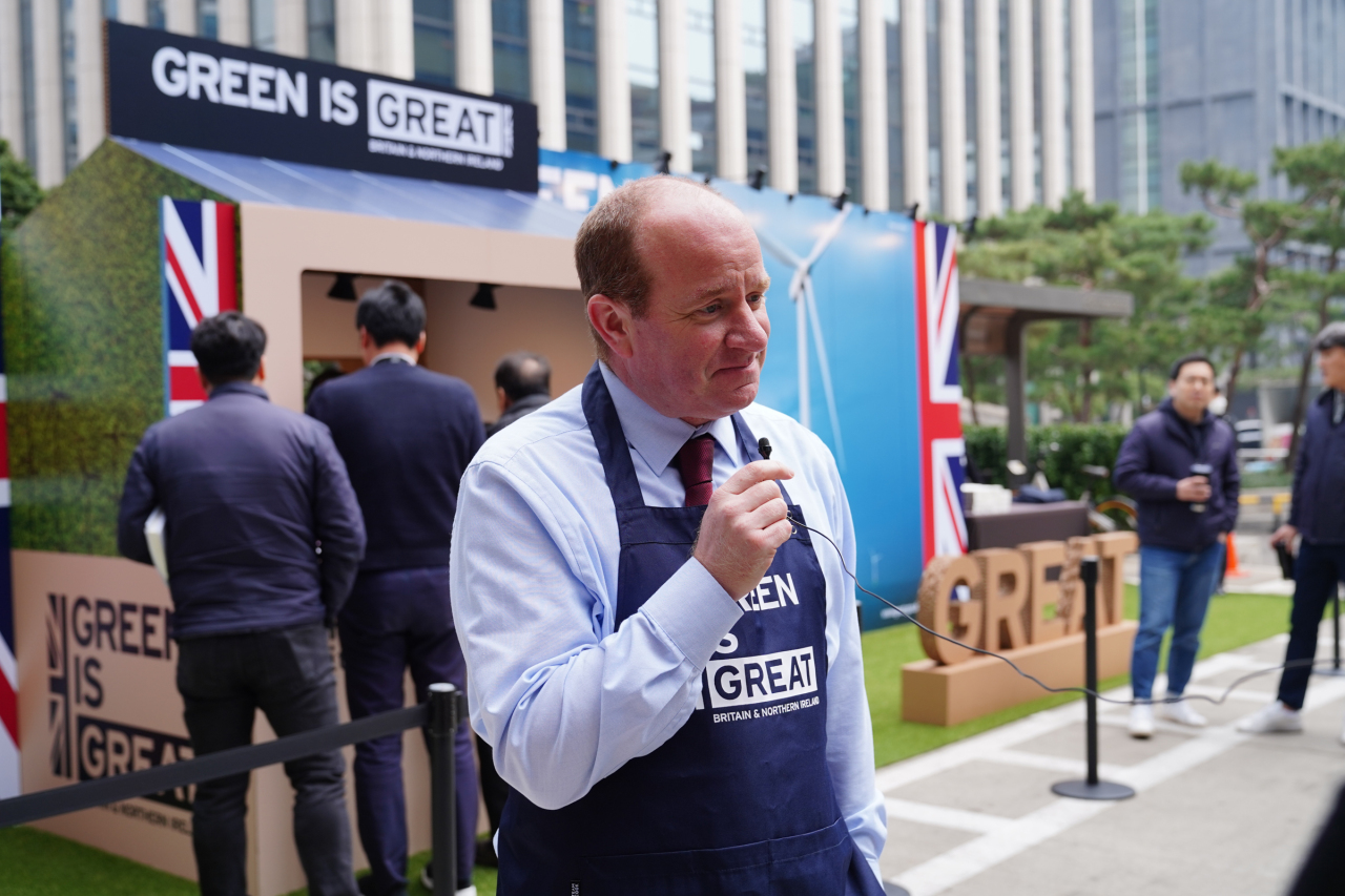 Mike Welch, country director at the British Embassy's department for international trade, raises awareness about climate change at the Coffee for Zero Plastic event in southern Seoul. (British Embassy in Seoul)