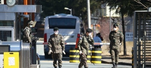 Military personnel spray disinfectant at the entrance of an army training base in the southeastern city of Daegu. A branch of the Shincheonji Church there and a mental institution in nearby North Gyeongsang Province are identified as COVID-19 clusters. (Yonhap)