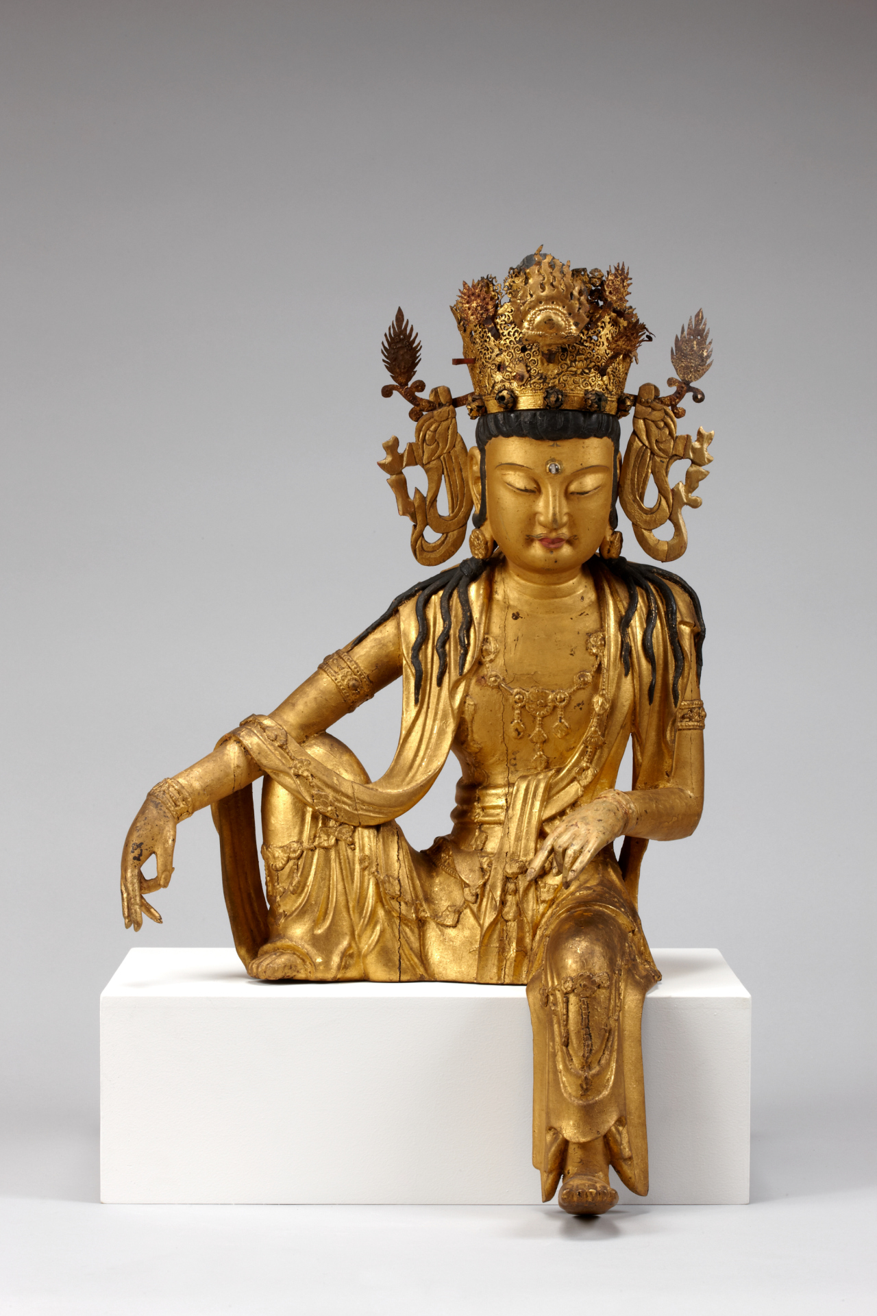 Seated wooden Avalokiteshvara, Goryeo Kingdom, 13th century (National Museum of Korea)