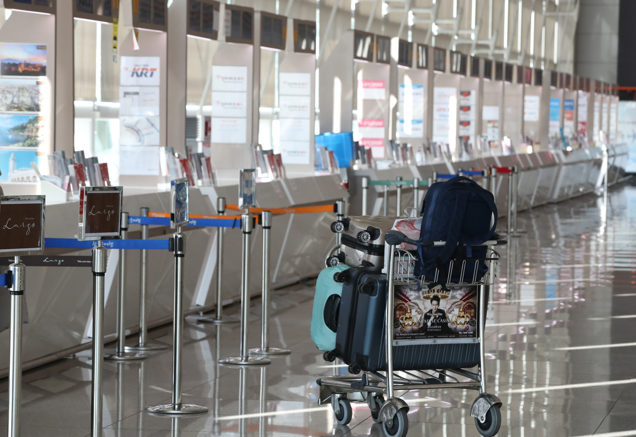 Incheon International Airport's Terminal 1 sees few travelers on Thursday, amid the coronavirus fallout. (Yonhap)