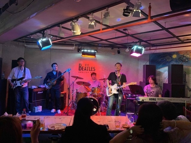 The Mentles perform at the Space the Beatles pub. (Yoo Jae-son)