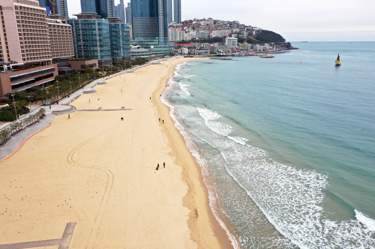 Haeundae, a usually crowded beach in Busan, appears empty on Saturday morning. (Yonhap)
