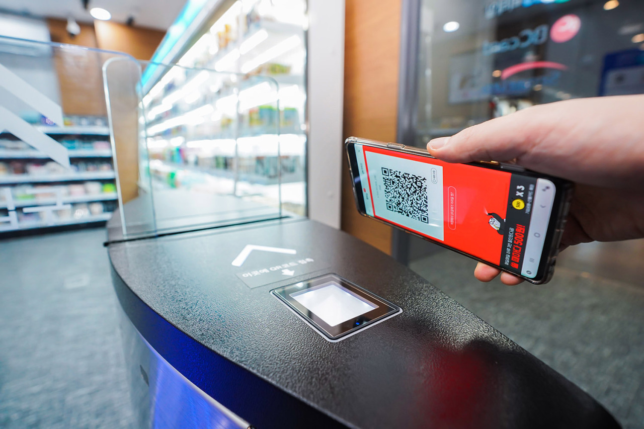 A convenience store located at card company BC Card's head office in Seoul features the card company's cashier-less technology, which allows customers to grab items off the shelves and walk out. (BC Card)