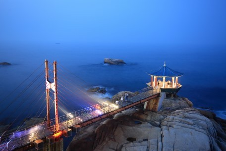A majestic view of Yeonggeumjeong Pavilion, located at the entrance of Dongmyeong Harbor (Sokcho City)