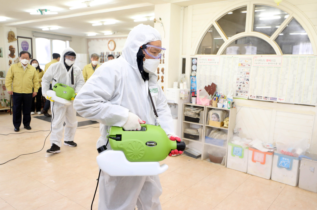 Busan Office of Education on Friday dispatched a team of officials to disinfect a cram school in the city`s northern district of Dongnae. (Yonhap)