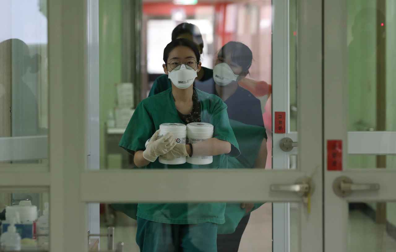 Nurses officially commence work at a military hospital in Daegu, the city hit hardest by the ongoing COVID-19 epidemic. The Korean government has designated the facility as a treatment center for the virus. (Ministry of National Defense)