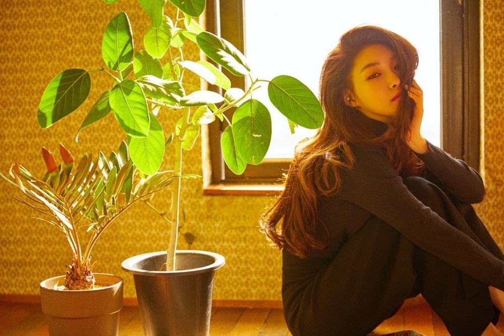 Singer Chungha (MNH Entertainment)