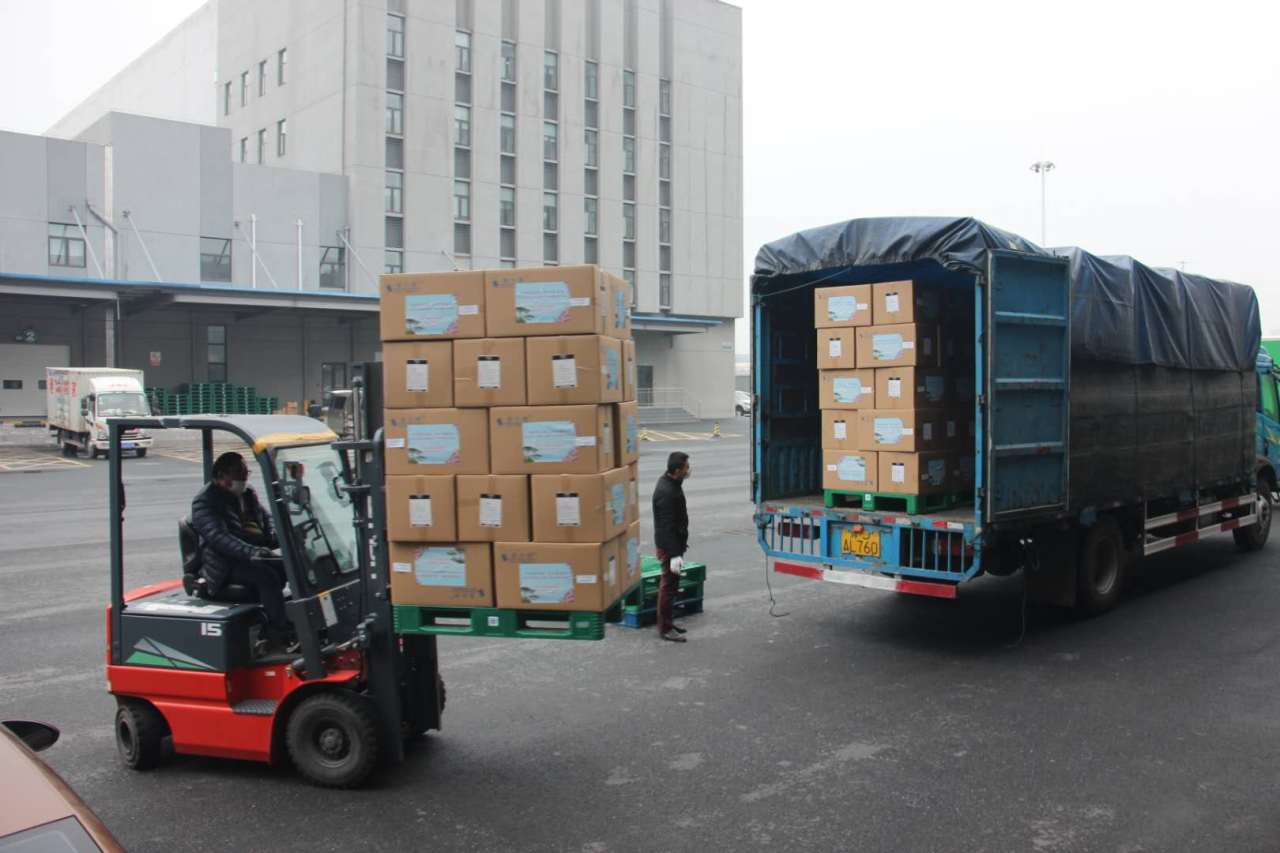 Protective masks that will be sent to Korea are being loaded onto a truck in China`s Anhui Province on Tuesday. Yonhap