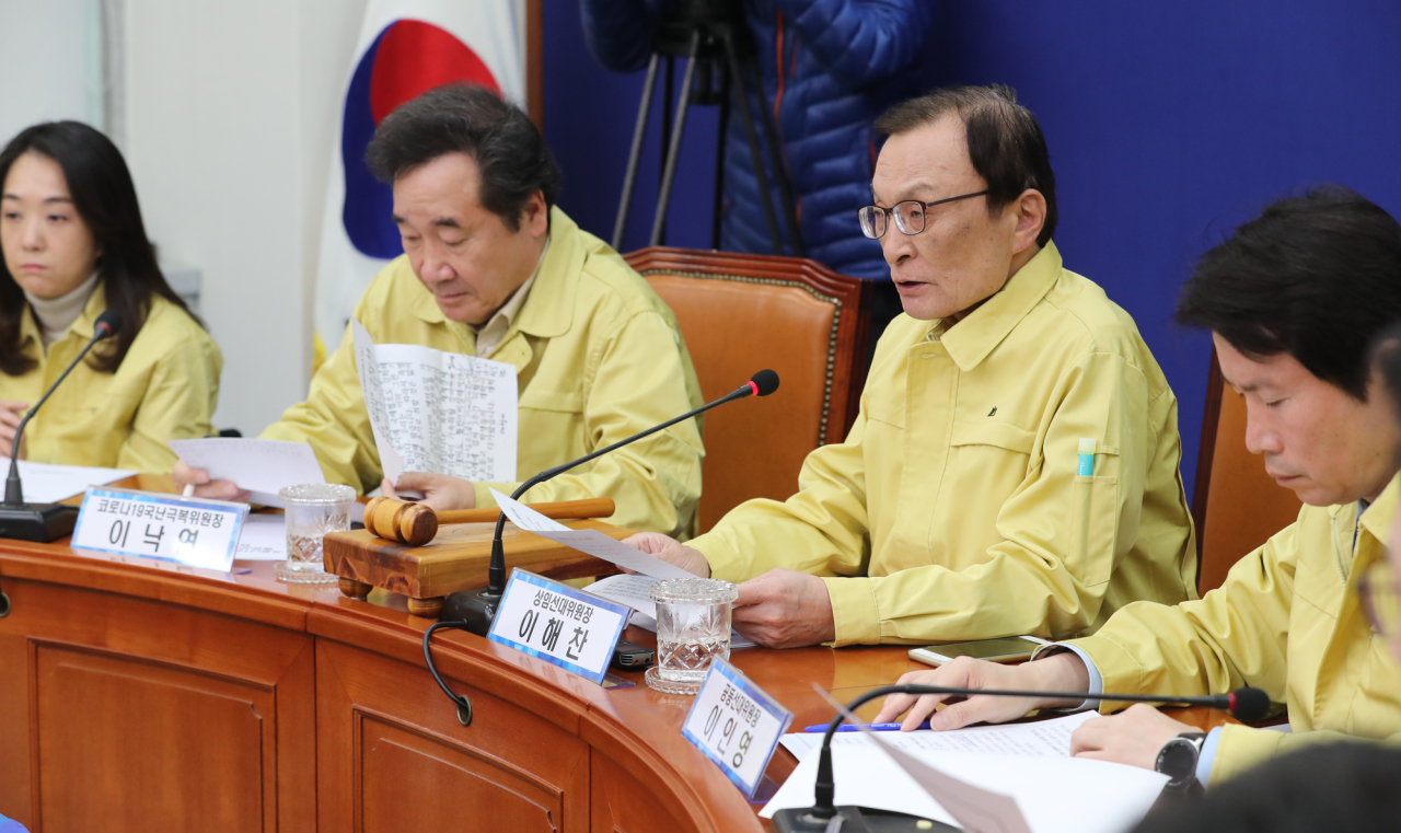 Top Democratic Party officials including chairman Rep. Lee Hae-chan speak at a party meeting on Friday. Yonhap