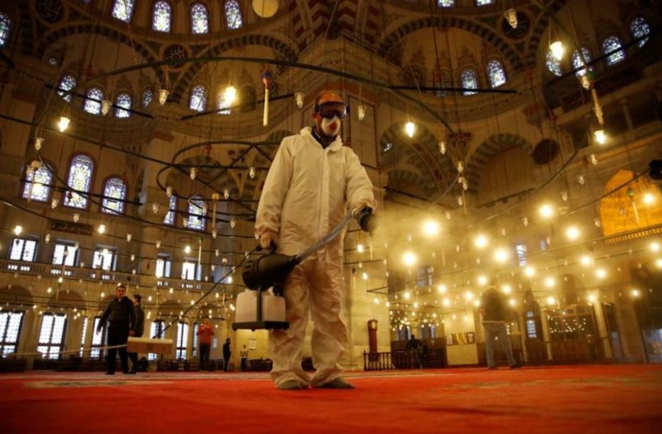 A worker in a protective suit disinfects the Fatih Mosque in Istanbul, Turkey March 14, 2020. (Reuters-Yonhap)