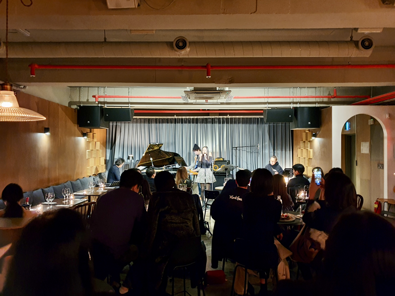 Singer-songwriter Choyoung performs at the Positive Zero Lounge in Seongsu-dong, eastern Seoul, Friday. (Im Eun-byel/The Korea Herald)