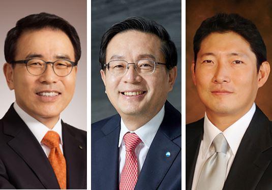 Shinhan Financial Group Chairman Cho Yong-byoung (from left), Woori Financial Group Chairman Sohn Tae-seung and Hyosung Chairman Cho Hyun-joon
