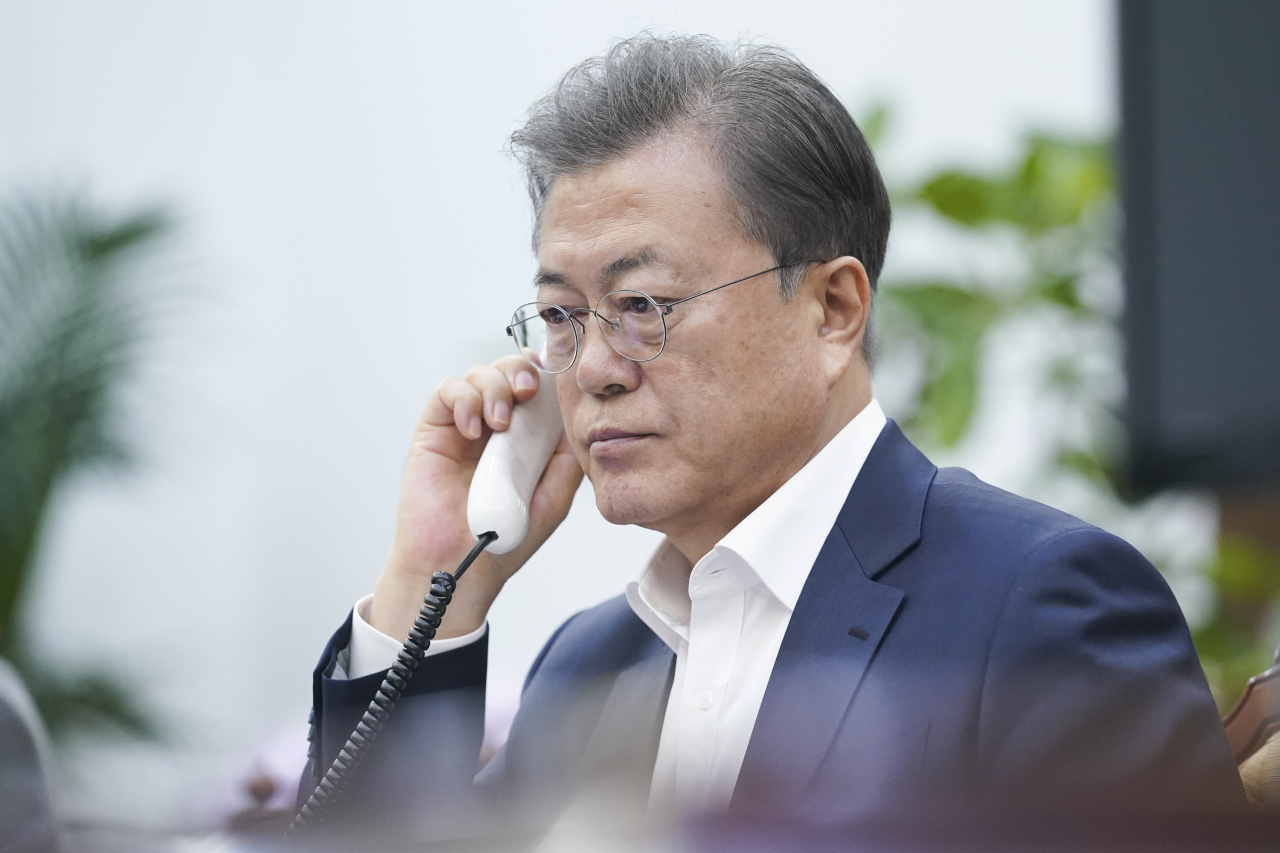 South Korean President Moon Jae-in speaks by telephone with Swedish Prime Minister Stefan Lofven on Friday. (Yonhap)