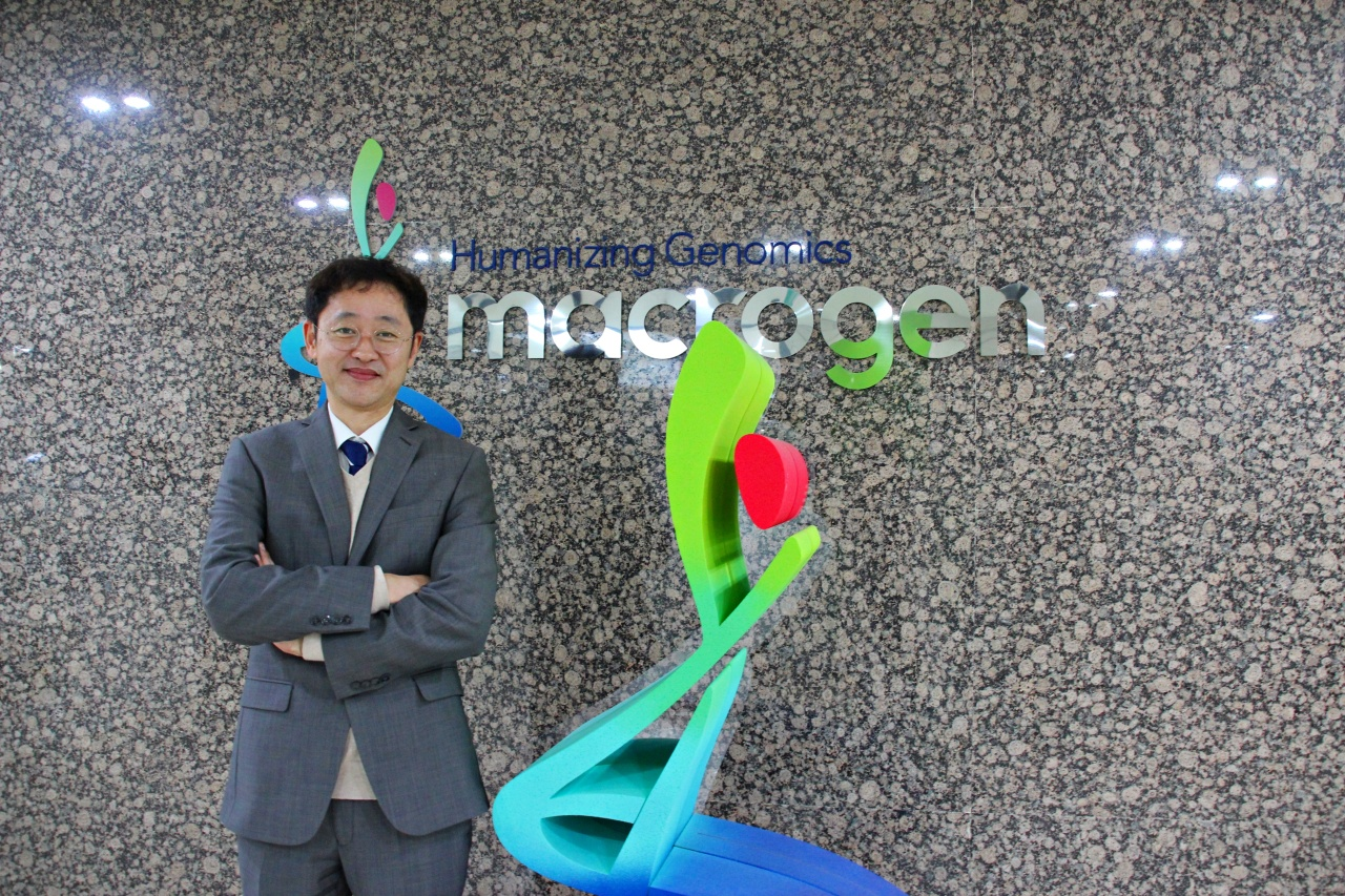 Macrogen CEO Yang Kap-seok poses at the company headquarters in Guro-gu, Seoul. (Lim Jeong-yeo/The Korea Herald)