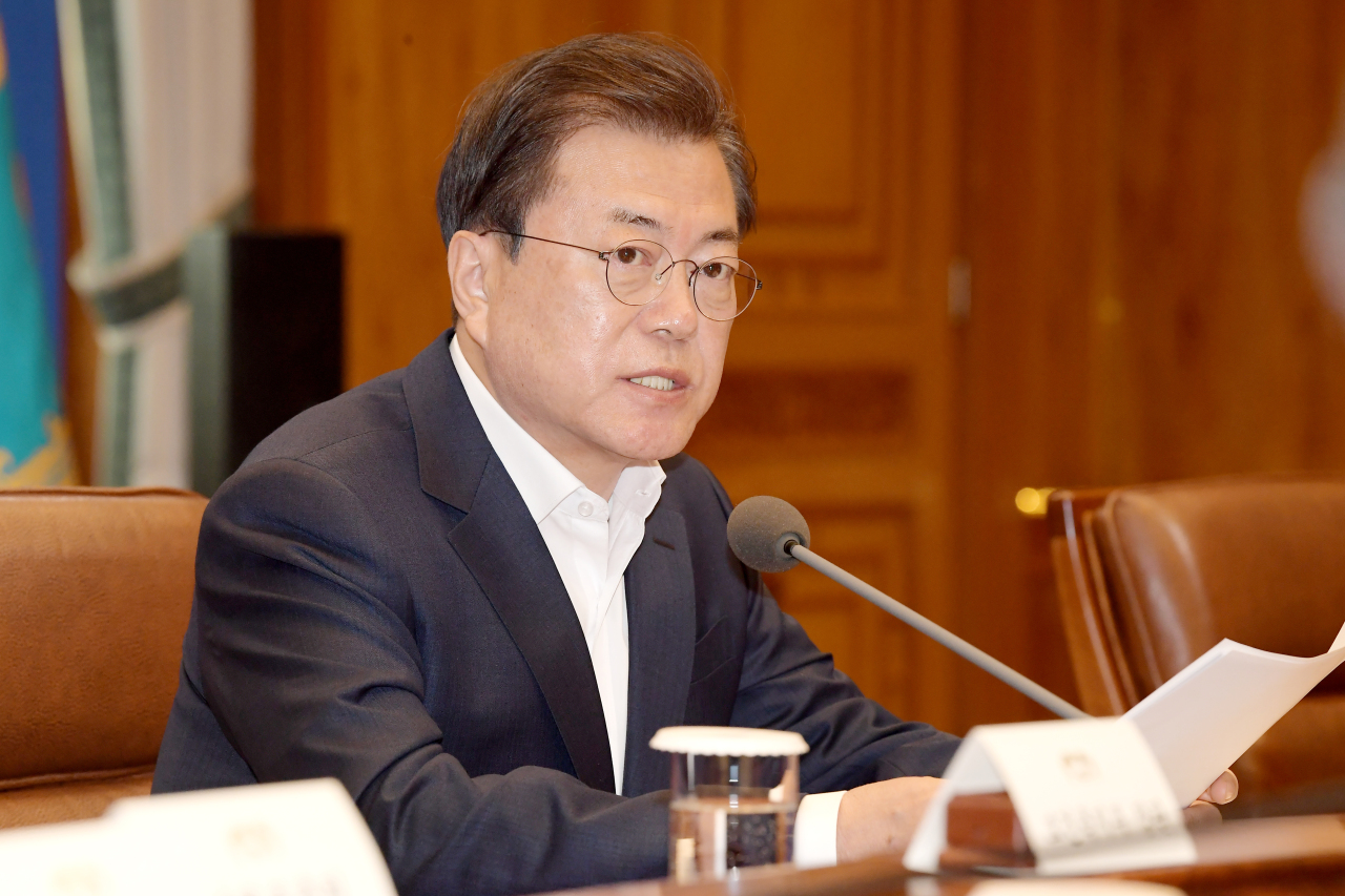 President Moon Jae-in speaks at an emergency economic council meeting at Cheong Wa Dae on Tuesday. (Yonhap)