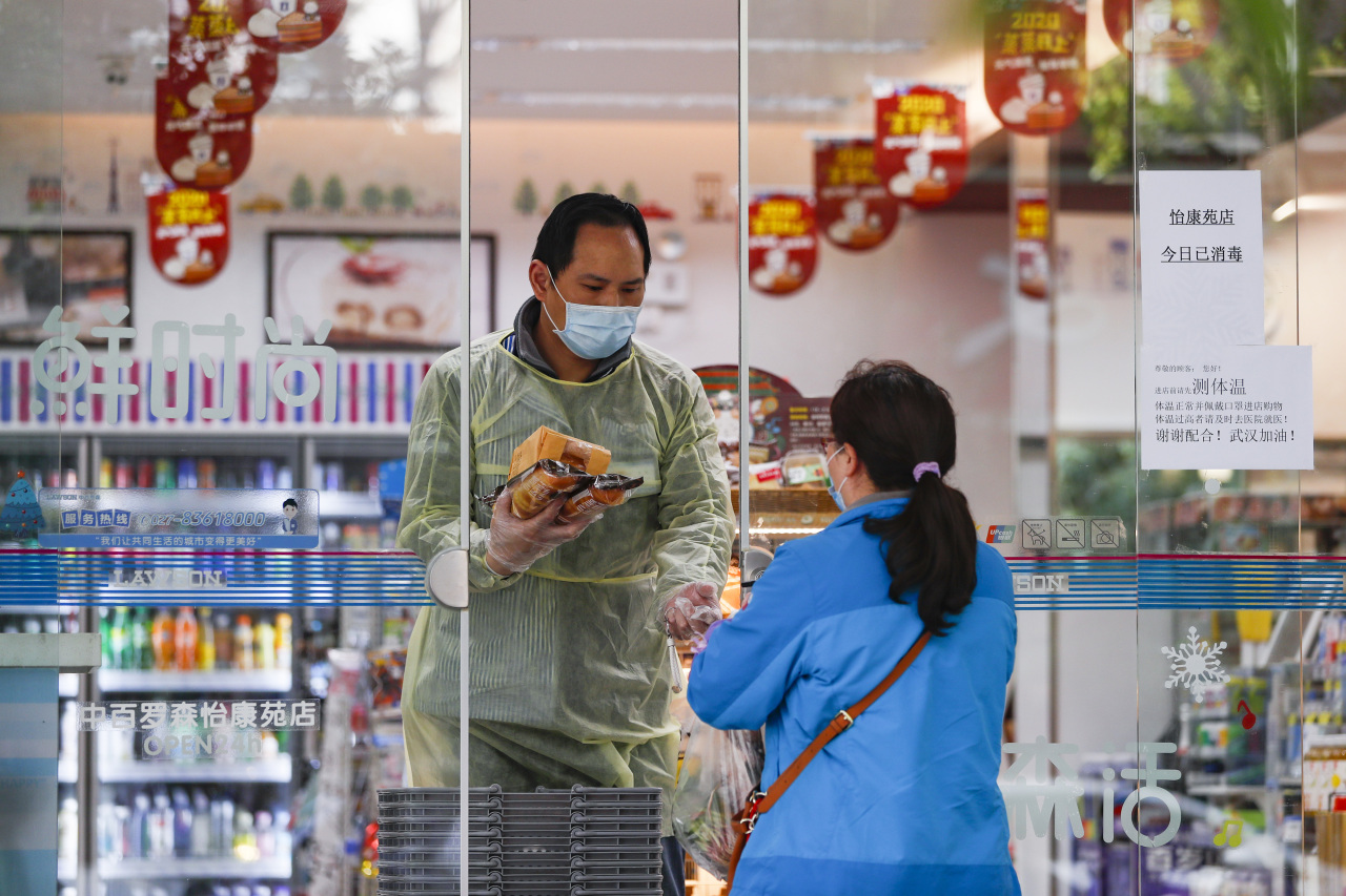 A woman purchases daily necessities at a convenience store in Wuhan, central China's Hubei Province, Thursday. (Xinhua-Yonhap)