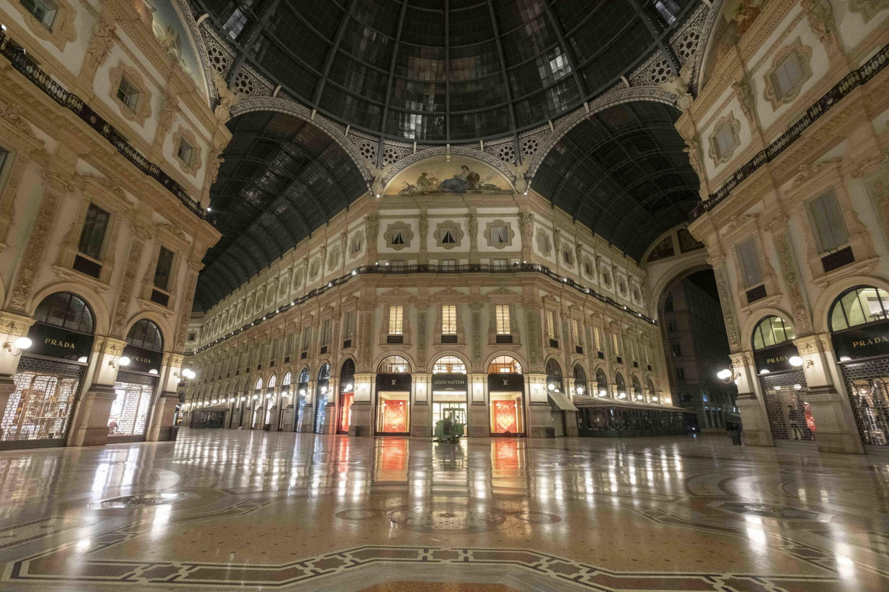 The Vittorio Emanuele Gallery is deserted due to the coronavirus outbreak, Milan, Italy, on Monday. (Yonhap)