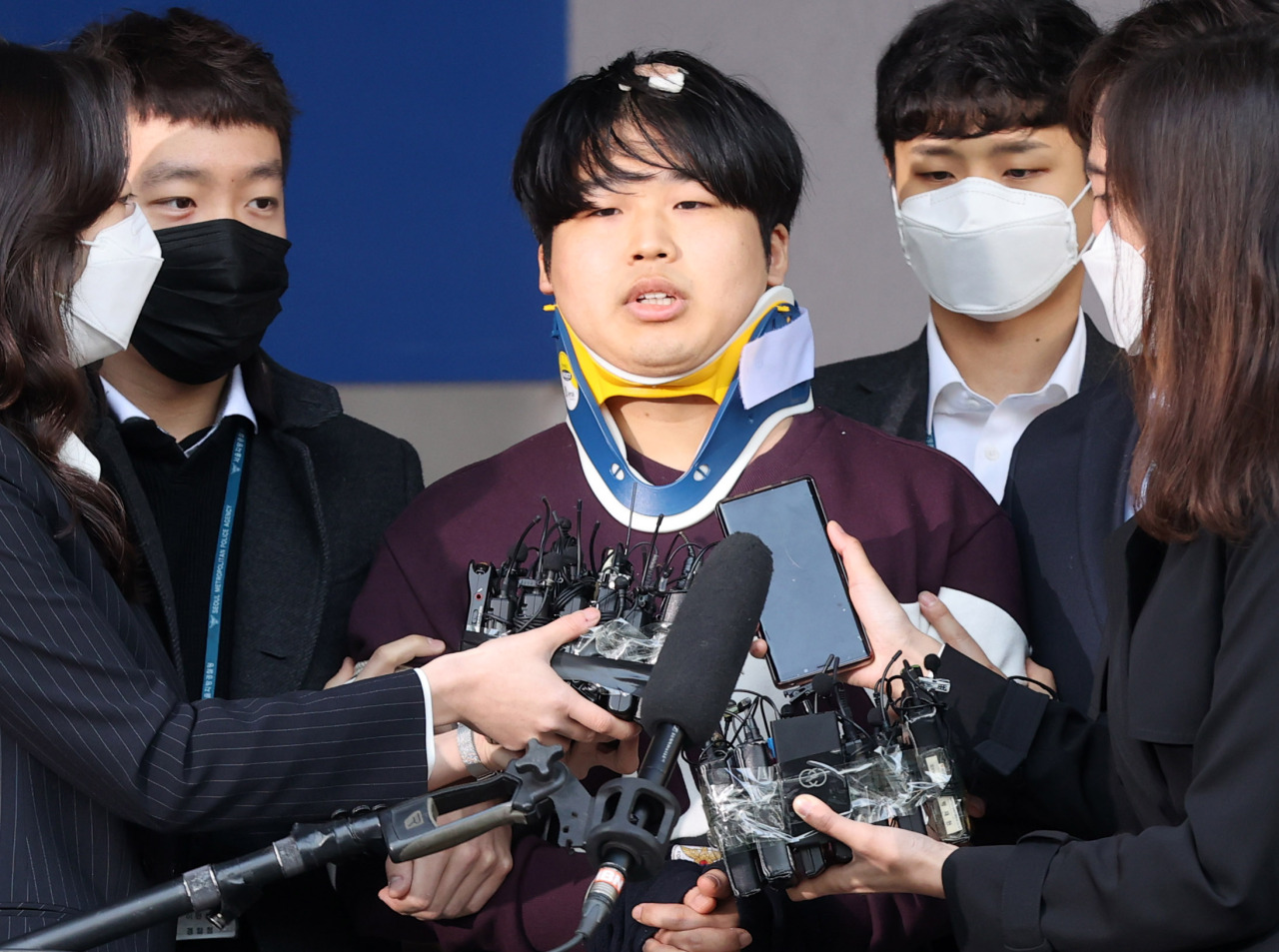 Cho Ju-bin, the central suspect in the expanding Telegram sexual exploitation case, is transferred to the prosecutors' office from the Jongno Police Station in Seoul on Wednesday. (Yonhap)