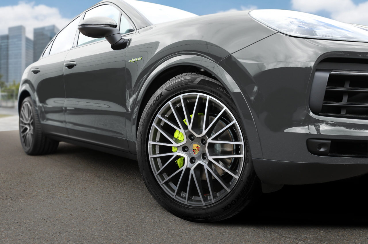 A look of Hankook Tire's original tire model equipped to Porsche's Cayenne (Hankook Tire)