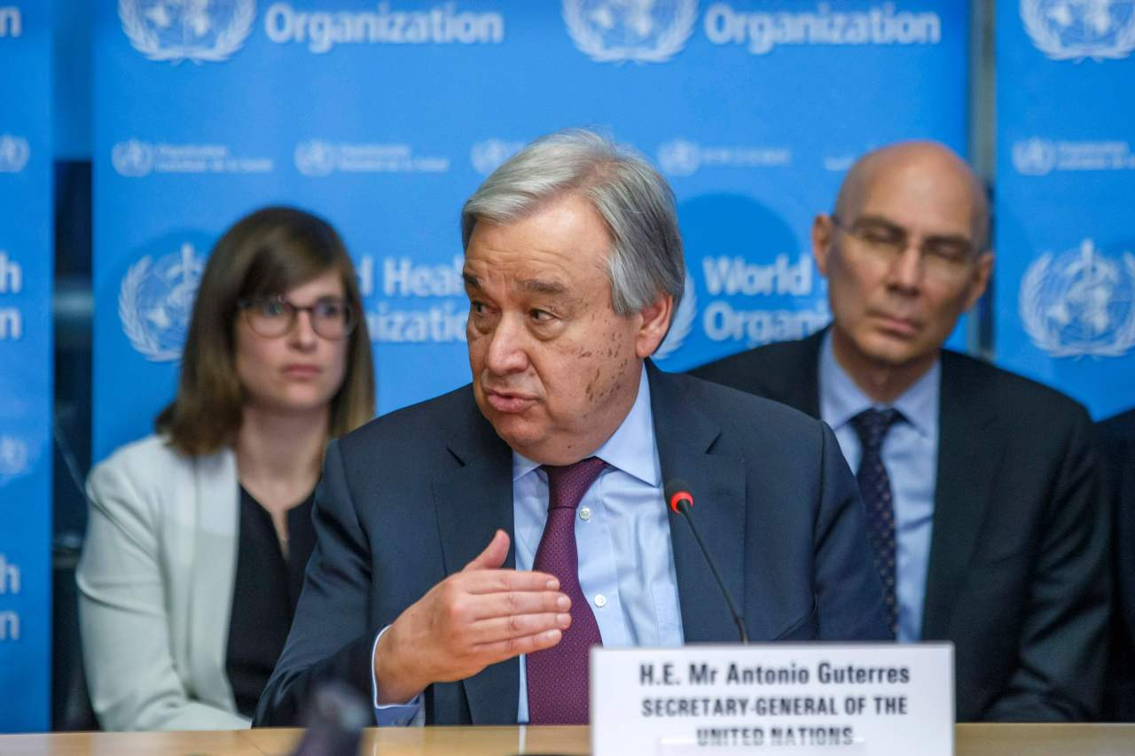 At a teleconference with G-20 countries Thursday, UN Secretary-General Antonio Guterres advises loosening sanctions on countries such as North Korea to aid in their anti-virus measures. US Secretary State Mike Pompeo says Washington is willing to reach out to sanctioned countries facing the pandemic. (AFP-Yonhap)