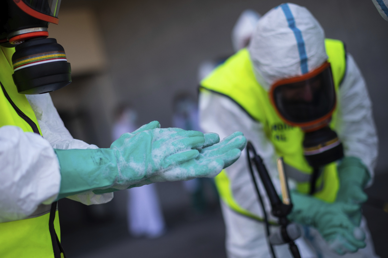 Spanish Royal Guard soldiers during disinfection work at a hospital to prevent the spread of the new coronavirus in Madrid, Spain, Sunday. (AP-Yonhap)